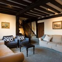 The Bell House - 500 year old town house in quiet country village, hotel in Canterbury