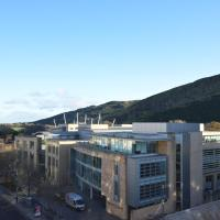 Holyrood Park - Carparking included!