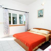 Apartments by the sea Ubli, Lastovo - 8354, hotel in Ubli
