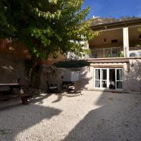 Antique Mansion in Provaglio d'Iseo with Courtyard, hotel a Provaglio d'Iseo