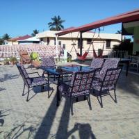 The Red Hut Inn, hotel in Belize City