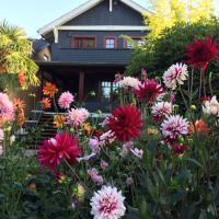 Beautiful, Quiet 3BR in Posh Kitsilano, hotel in Kitsilano, Vancouver