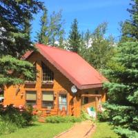 The Gingerbread Cabin, hotel em Jasper National Park Entrance