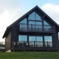 Luxury, traditional detached 3 bed, 2 bath wooden Holiday Lodge at Retallack Resort in Cornwall