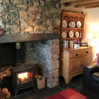 White Lilac Cottage, hotel in Dwyran
