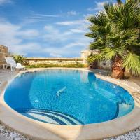 Il-Veduta Holiday Farmhouse with Sunny Private Pool in Island of Gozo, hotel in Għarb