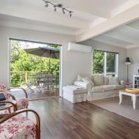 Blairgowrie Bella - light filled home with great deck, hotel em Blairgowrie