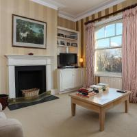 2 Bedroom Battersea Park Home with Balcony Sleeps 4