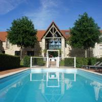 Hotel Les Suites - Domaine de Crécy, מלון בקרסי לה שאפל