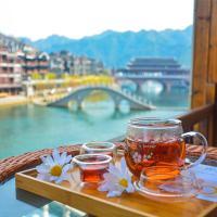 Fenghuang Joy Riverview Hostel, отель в городе Фэнхуан