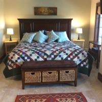 The Artisan Suites - The Woodland Suite, hotel em Hopewell Cape