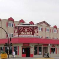 Town and Mountain Hotel, hotel em Whitehorse