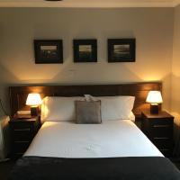 The Midway Bar & Guesthouse, hotel in Dungloe