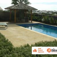 La Mer - Home with a Pool, hotel em Quinns Rocks