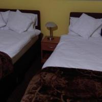 Pod Lwami – hotel w mieście Błonie