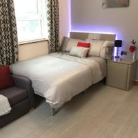 Spacious Apartment - Near Piccadilly Stn! Wifi & Parking