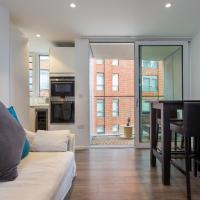 Contemporary 3 Bed Apartment near King George's Park Sleeps 6