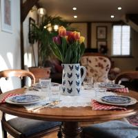 Stable Cottage, hotel in Dorking