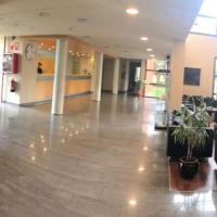 Hotel Les Torres, hotel en Sant Esteve Sesrovires