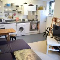 1 Bedroom Apartment with River View Roof Terrace Sleeps 2