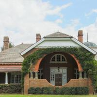 Petersons Armidale Winery and Guesthouse, hotel in Armidale