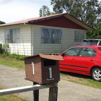 Happy Bungalow Far North Holiday Home, hotel in Kaitaia