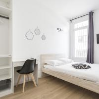 Coeur Urbain Bedrooms - Centre Gare </h2 </a <div class=sr-card__item sr-card__item--badges <div class=m-badge m-badge__preferred m-badge__preferred--moved m-badge__preferred--small <span data-et-view=TPOaXGZCHQGPGJIMADXRT:1</span <svg aria-hidden=true class=bk-icon -iconset-thumbs_up_square  pp-icon-valign--inherit fill=#FEBB02 height=20 rel=300 width=20<use xlink:href=#icon-iconset-thumbs_up_square</use</svg </div <div class=sr-card__item__review-score style=padding: 8px 0  <div class=bui-review-score c-score bui-review-score--inline bui-review-score--smaller <div class=bui-review-score__badge aria-label=Avec une note de 7,2 7,2 </div <div class=bui-review-score__content <div class=bui-review-score__title Bien </div <div class=bui-review-score__text 243 expériences vécues </div </div </div   </div </div <span data-et-view=NAFLeOeJOMOQeOESJMWSFEDacWXT:1 </span <div class=sr-card__item   data-ga-track=click data-ga-category=SR Card Click data-ga-action=Hotel location data-ga-label=book_window: 10 day(s)  <svg aria-hidden=true class=bk-icon -streamline-geo_pin sr_svg__card_icon focusable=false height=12 role=presentation width=12<use xlink:href=#icon-streamline-geo_pin</use</svg <div class= sr-card__item__content   À 1,3km de votre emplacement </div </div </div <div class= sr-card__price sr-card__price--urgency m_sr_card__price_with_unit_name sr-card-color-constructive-dark   <div class=m_sr_card__price_unit_name m_sr_card__price_small m_sr_card__price_unit_name-bold  Chambre Double avec Salle de Bains Commune </div <div class=mpc-wrapper bui-price-display mpc-sr-default-assembly-wrapper <div class=mpc-ltr-right-align-helper sr_price_wrap <div class=prco-js-headline-price mpc-inline-block-maker-helper bui-price-display__value mpc-color_dark-green-helper data-et-click= customGoal:OMeRQWNOTOOIeZNBAFVNaRe:2   TL252 </div </div <div class=mpc-ltr-right-align-helper <div class=prd-taxes-and-fees-under-price mpc-inline-block-maker-helper blockuid- data-cur-stage=2 data-exc