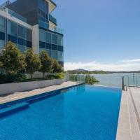 Accommodate Canberra - Lakefront, hotel near Canberra Airport - CBR, Kingston