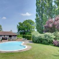 Vintage Holiday Home in Leigh with Swimming Pool