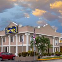 Travelodge by Wyndham Fort Myers, hotel in Fort Myers