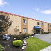 Travelodge by Wyndham Cleveland Lakewood, hotel in Lakewood