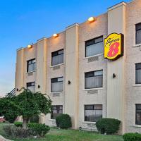 Super 8 by Wyndham Jamaica North Conduit, hotel near John F. Kennedy International Airport - JFK, Queens
