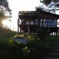 Cabaña en la playa. ventanales y terraza al mar