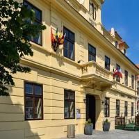 Hejtmanský dvůr, отель в Сланах