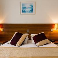Hotel Prado, hotel in Ostend