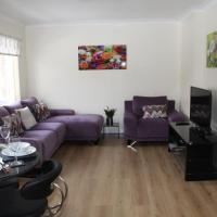 City Centre Apartment with Riverside Walks and Free Parking P24HK