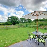 Modern holiday home in Umberleigh with river nearby
