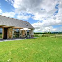 Spacious holiday home in Umberleigh with Meadow View, hotel in Umberleigh Bridge