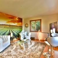 Elegant Suite with Views on 1 Acre