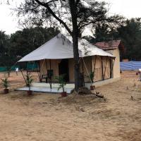5 Mile Beach Resort, hotel in Kumta