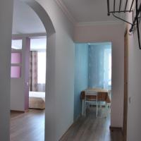 Apartments na Sozidateley, hotel in Komarovo
