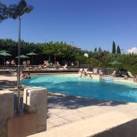 Camping Forcalquier Les routes de Provence, hotel in Forcalquier