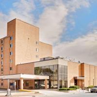 Ramada by Wyndham Marquette, hotel in Marquette