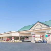 Ramada by Wyndham Grayling Hotel & Conference Center, hotel in Grayling