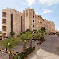 Ramada Resort Dead Sea, hotel in Sowayma