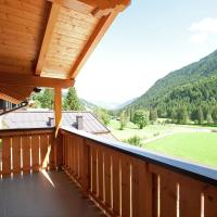 Cushy Chalet with Balcony, Ski Boot Heaters, Garage, Heating
