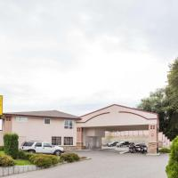Super 8 by Wyndham Lake Country/Winfield Area