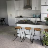 2BD Family or Couples Guesthouse Upstairs Bundall