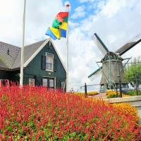 Vintage Holiday Home in Beemster with Windmill