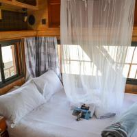 Addo Park House Boat - Maggie May, Hotel in Colchester